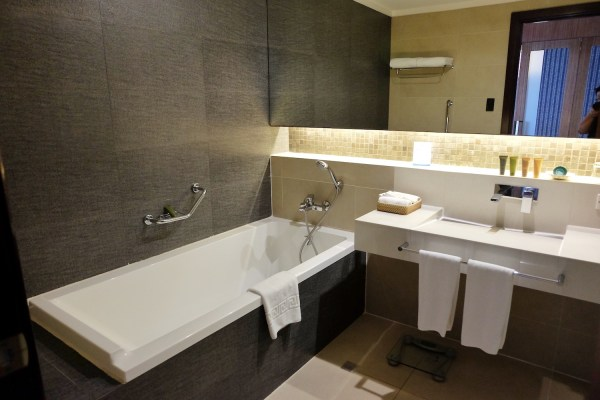 Bellevue Resort Bohol Bathroom