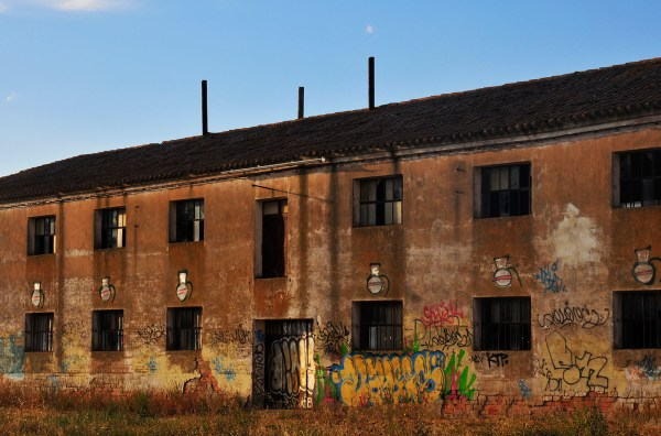 Sometimes I did get to practise my photography, tired as I was, like shooting this abandoned warehouse while entering Burgos.
