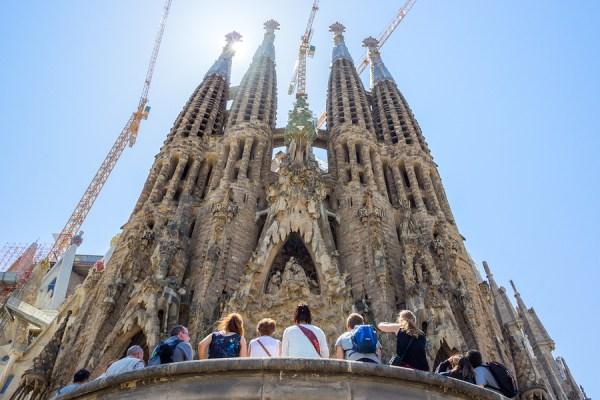Tourists in front of La Sagrada Familia