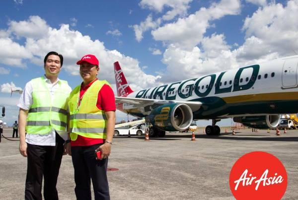Philippines AirAsia CEO Captain Dexter Comendador with Puregold Price Club Inc. CEO Vincent Co