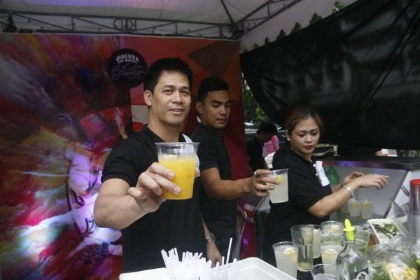 GSMI Mixologists serrving mango PAradise and Calamansi Surprise