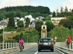 The long bridge that crosses the Minho River in Portomarin.