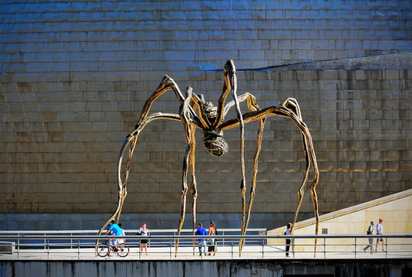 Maman, the eye-catching metal sculpture looks like an alien walking along the banks of the river next to the Guggenheim.