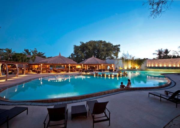 Maribago Bluewater Beach Resort Swimming Pool
