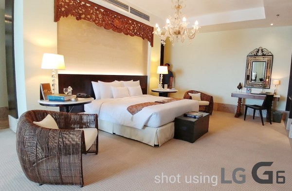 Presidential Room at Waterfront Hotel - Clean your lens