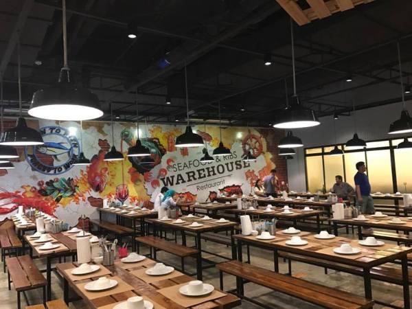 Interiors at Seafood and Ribs Warehouse