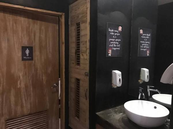 Restroom at Seafood and Ribs Warehouse