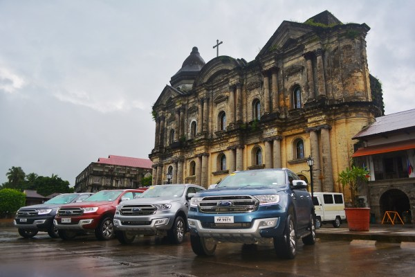 The new extraordinary Ford Everest in front of Taal Basilica