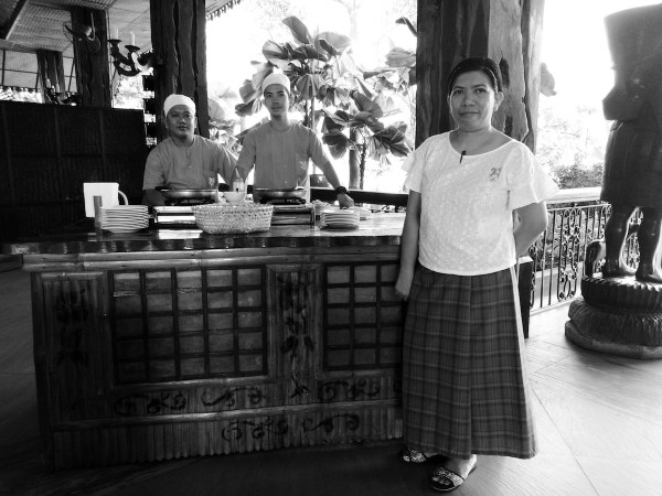 VINTAGE DRAMA. Meet the people who will cook your eggs right. Request and they will surely deliver. I tried using the black and white filter here and I think, Oppo F3 delivered.