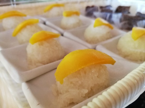 Sweet Sticky Rice with Mango on top