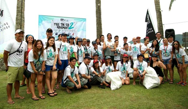 Reef and WWF Volunteers pose after cleaning up the shores of Sabang Beach in Baler, Aurora.