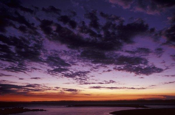 Sunset in Guimaras photo by Mark Kucharski via unsplash