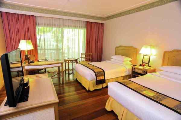 Waterfront Insular Hotel Deluxe Room