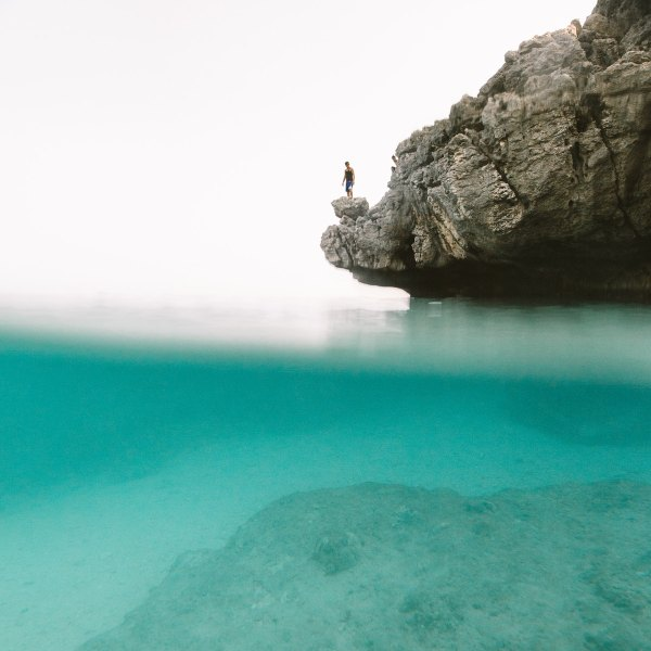 Fortune Island Travel Guide photo by Ivan Torres via unsplash