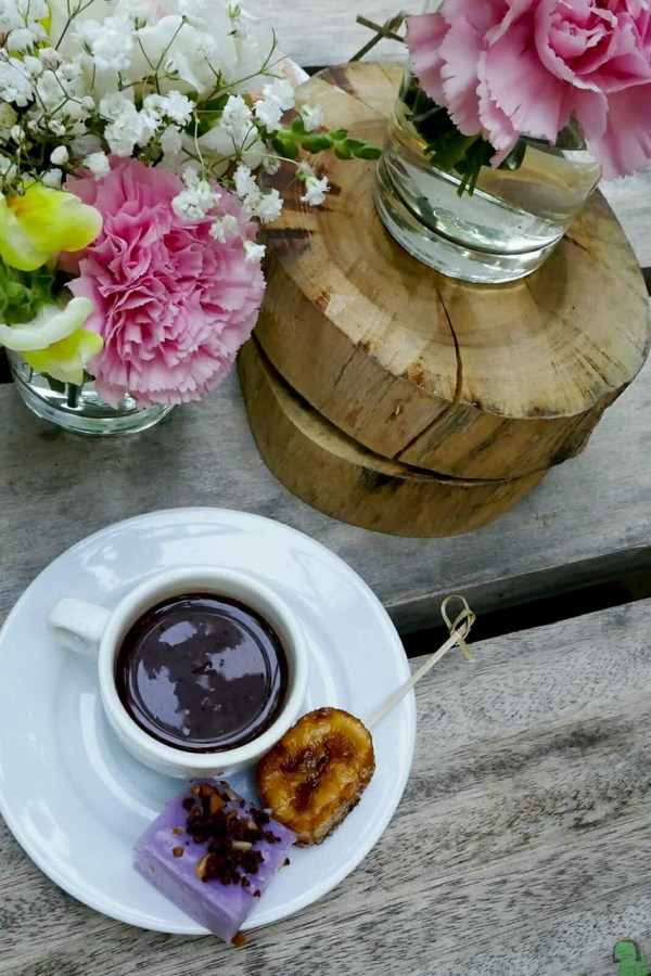 Tea time drinking sikwate.