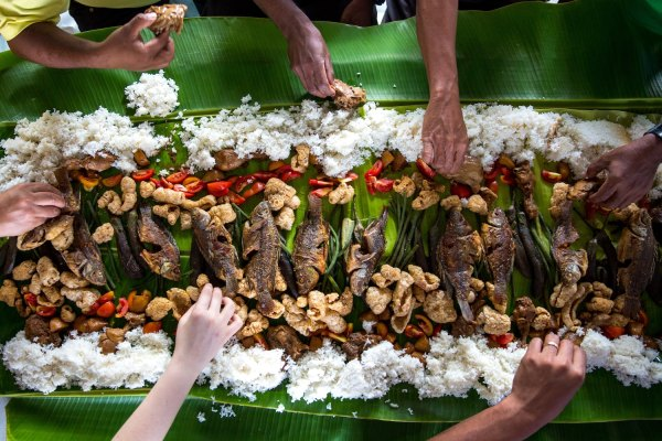 Boodle Fight photo by Avel Chuklanov via Unsplash