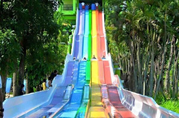 Colored-slides in Splash Island.