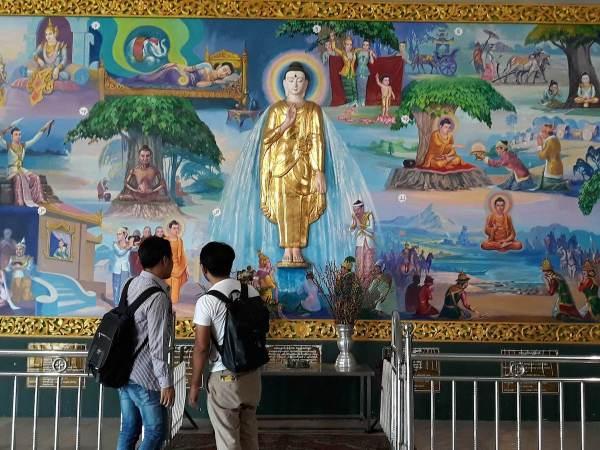 An art inside Chauk Htat Gyi Pagoda telling the story and teachings of Buddha