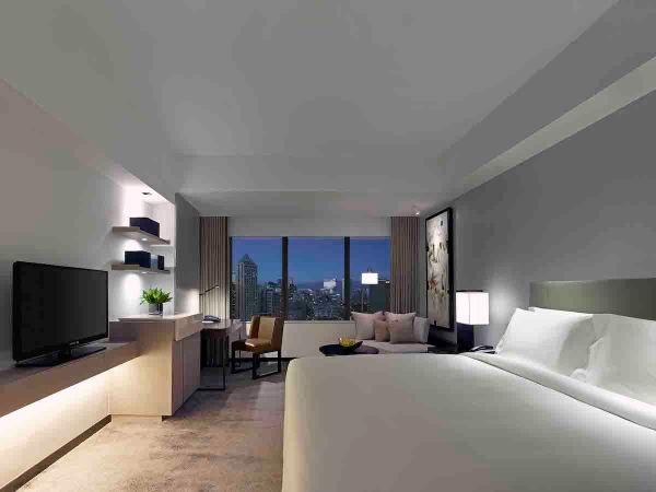 New World Hotel Deluxe Room