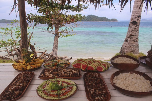 Buffet lunch here in Inaladelan