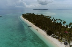 The Panampangan Island, known as the longest sandbar in the Philippines, with its sand dollar bounty and palm trees, sings its own beauty in its blue waters.