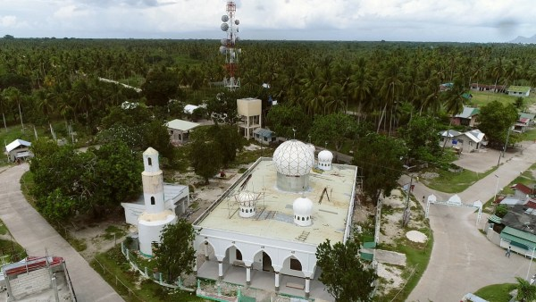 The Sheikh Karimul Makhdum mosque is known to be the first mosque in the Philippines built in 1380, established by the Arab missionary, from whom the mosque was named after.