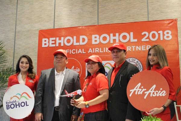 Photo op with Captain Jaja, the first female Boholano pilot.