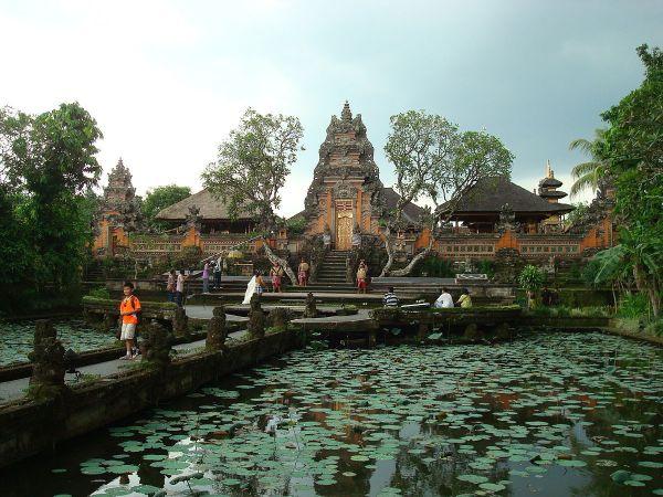 Pura Taman Saraswati Temple photo via wiki