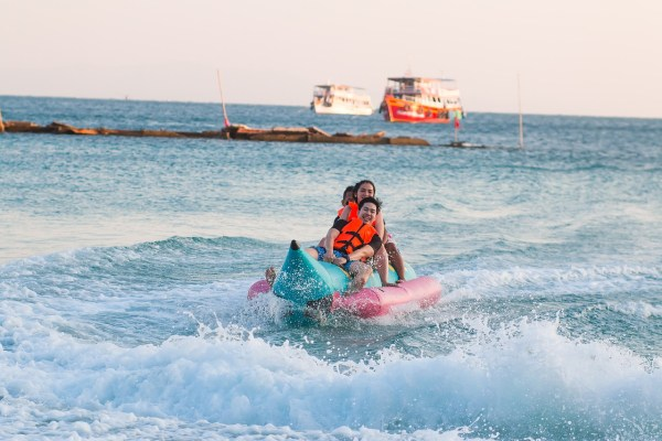 Banana Boat - Amazing Things to Do in Koh Larn
