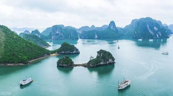 Guide to Ha Long Bay Deluxe Cruise photo via Klook