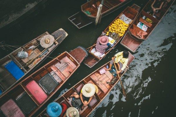 Bangkok Floating Market by Andrew Ly via Unsplash