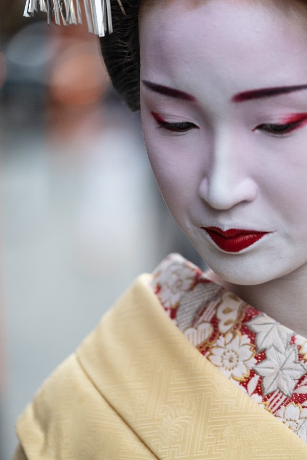 Geisha in Gion District photo by Philippe Verheyden via Unsplash