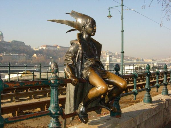 Little Princess at the Danube Promenade photo by Violeta via Wikipedia CC