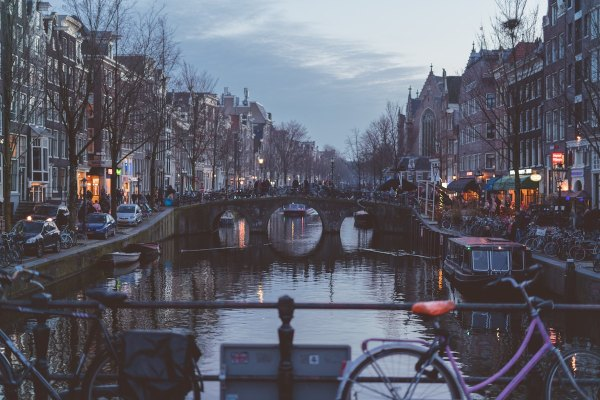 Prinsengracht Amsterdam photo by @leifniem Leif Niemczik via Unsplash