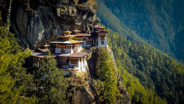 Travel Guide to Bhutan photo by Charles Betito Filho via Unsplash