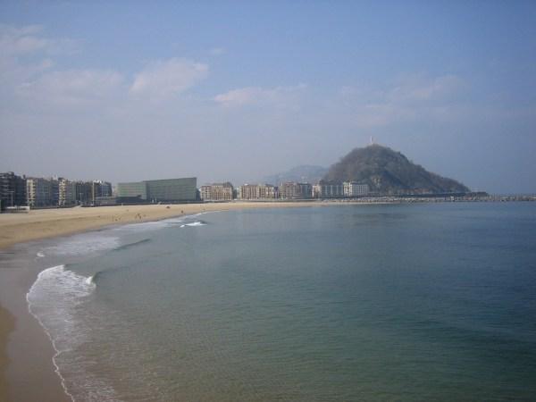 Beach of La Zurriola by Lauera via Wikipedia CC