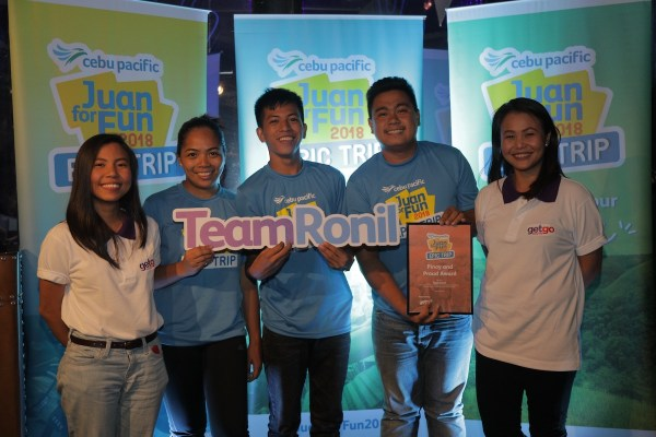 Rose Ann Canoy, Ronil Jr. Ferolino, and Deofranco Mahinay receive the Pinoy and Proud Award from Getgo Marketing Specialists Bernadette Indoy and Kimmy Recuenco.