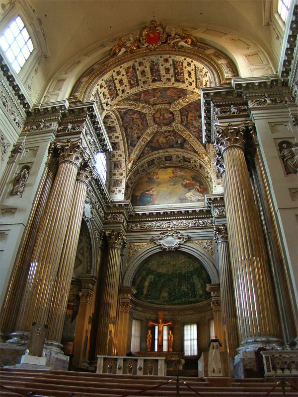 Cattedrale Metropolitana di San Pietro by Tango7174 via Wikipedia CC