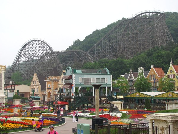 Everland T Express Wooden Roler Coaster by Jeremy Thompson via Wikipedia CC