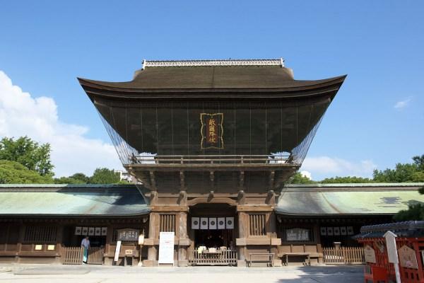 Hakozaki Shrine photo by Pontafon via Wikipedia CC