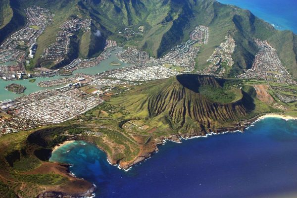Hanauma Bay, Koko Crater and Hawaii Kai by Mbz1 via wikipedia CC