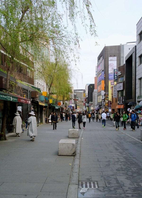 Insa-dong by Adbar via Wikipedia CC