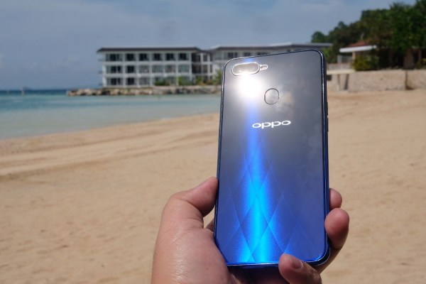OPPO F9 in Misibis Bay