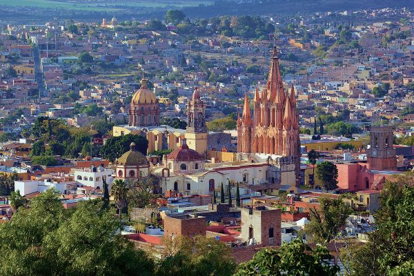 Panoramic view of San Miguel de Allende photo by Jiuguangw via Wikipedia CC