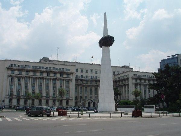 Piata Revolutiei photo by Mister No via Wikipedia CC