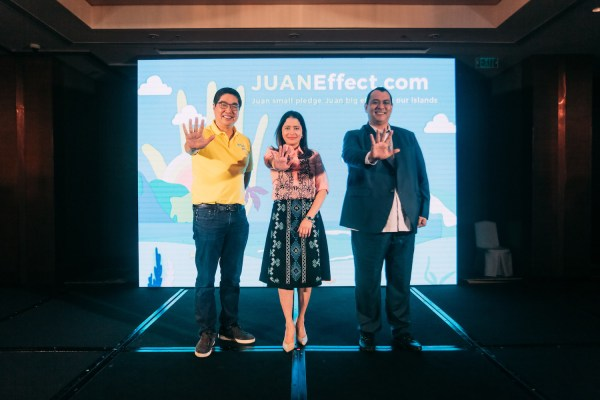 Cebu Pacific launches its Juan Effect national campaign to encourage Filipinos to pledge for the betterment of the country's islands. Photo shows (from left) Cebu Pacific Air president and CEO Lance Gokongwei, Department of Tourism secretary Bernadette Romulo-Puyat, and Department of Environment and Natural Resources undersecretary for attached agencies Sherwin Rigor.