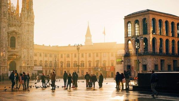 Milan Travel Guide photo by Ac Almelor via Unsplash