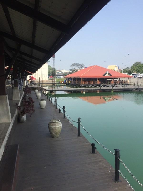 Pettah Floating Market by Dan Arndt via Wikipedia CC