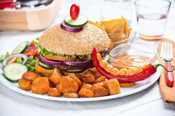 Universo Vegano Vegetarian Burger photo via FB Page
