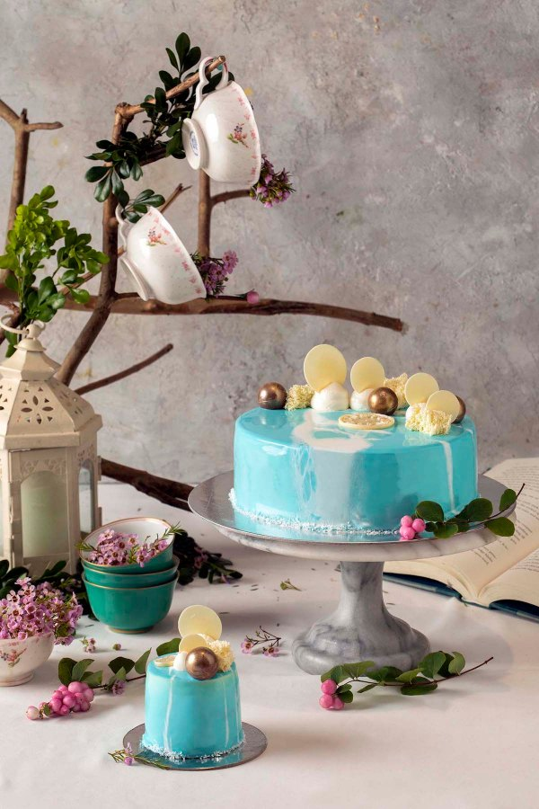 Cafe Pronto Alice Cake - Whimsical Winterland